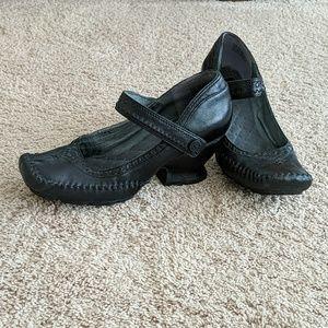 Funky fashion strap Mary jane heels